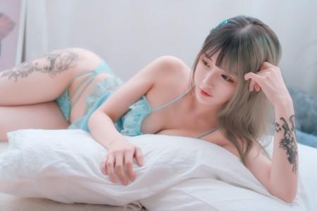 铁板烧鬼舞w - 草莓蓝纱睡衣