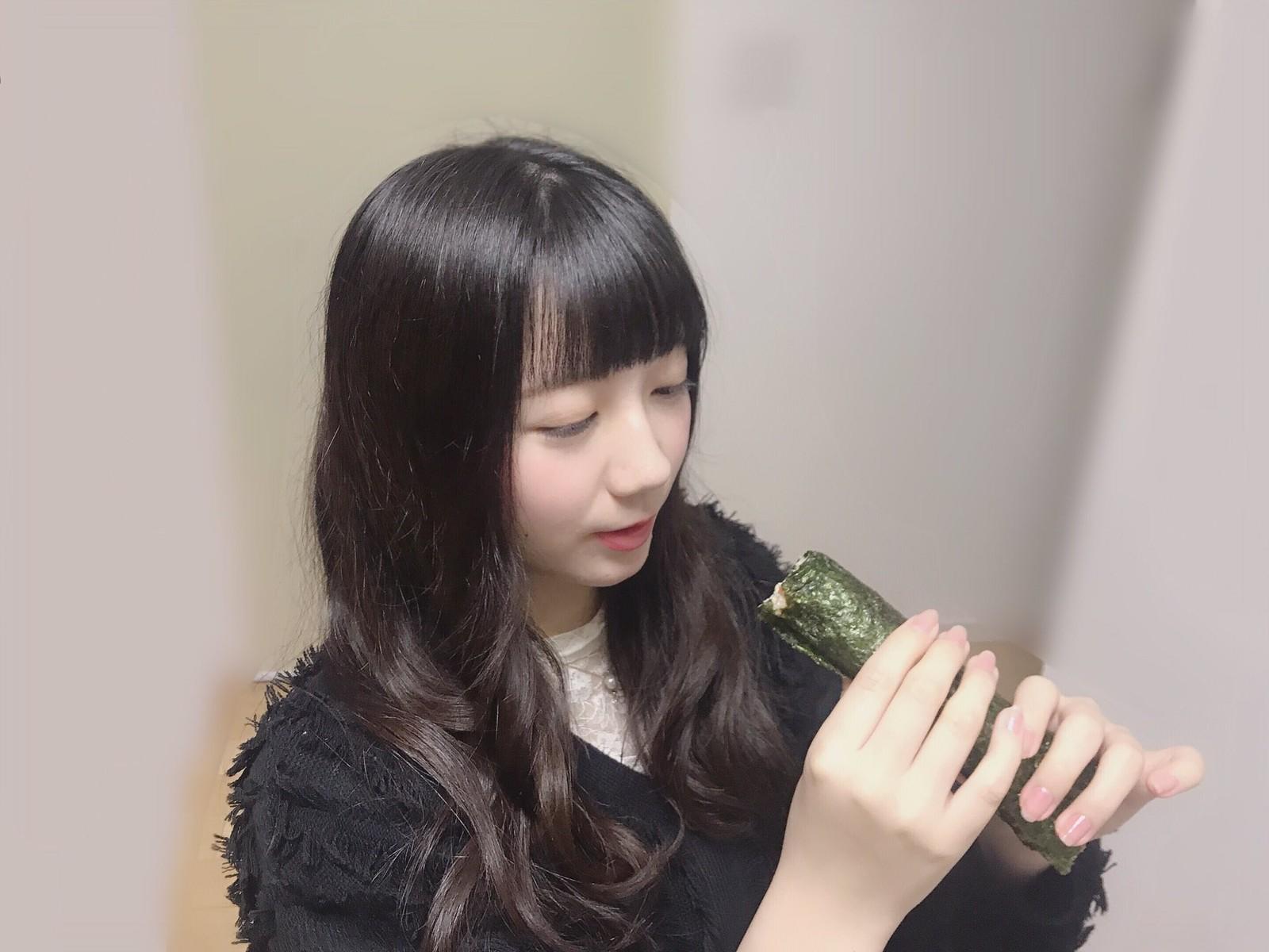 又长又黑的惠方卷 美女吃惠方卷的浮想联翩 6