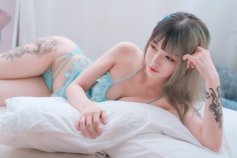铁板烧鬼舞w - 草莓蓝纱睡衣 6